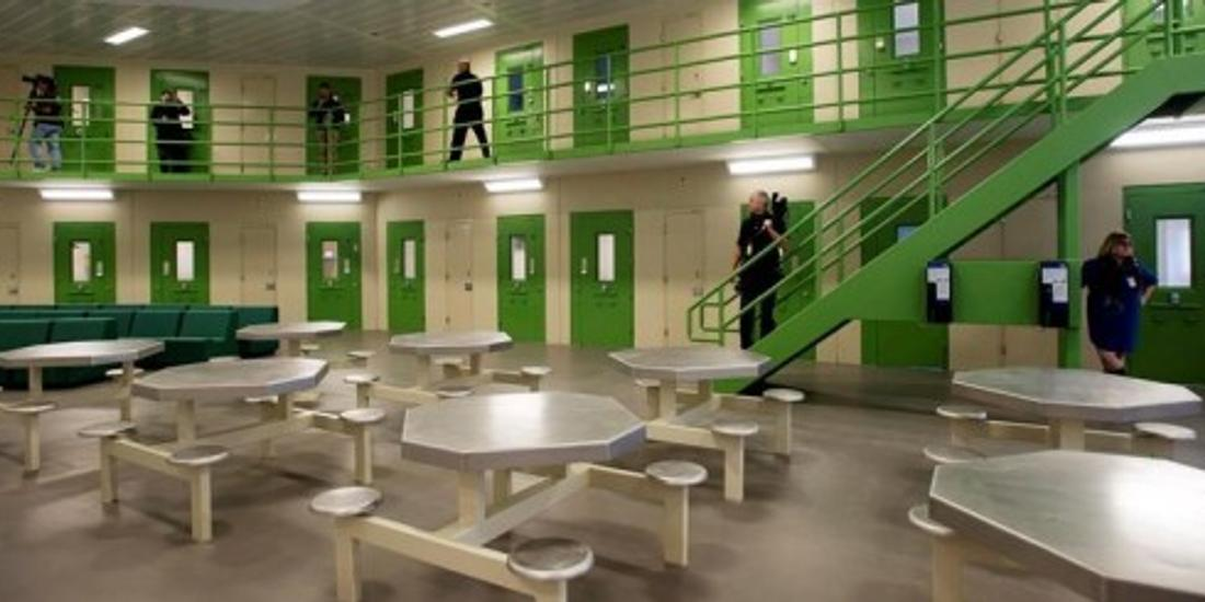 Fierce fight brewing as unhappy jail guards in Ontario seek to form new union