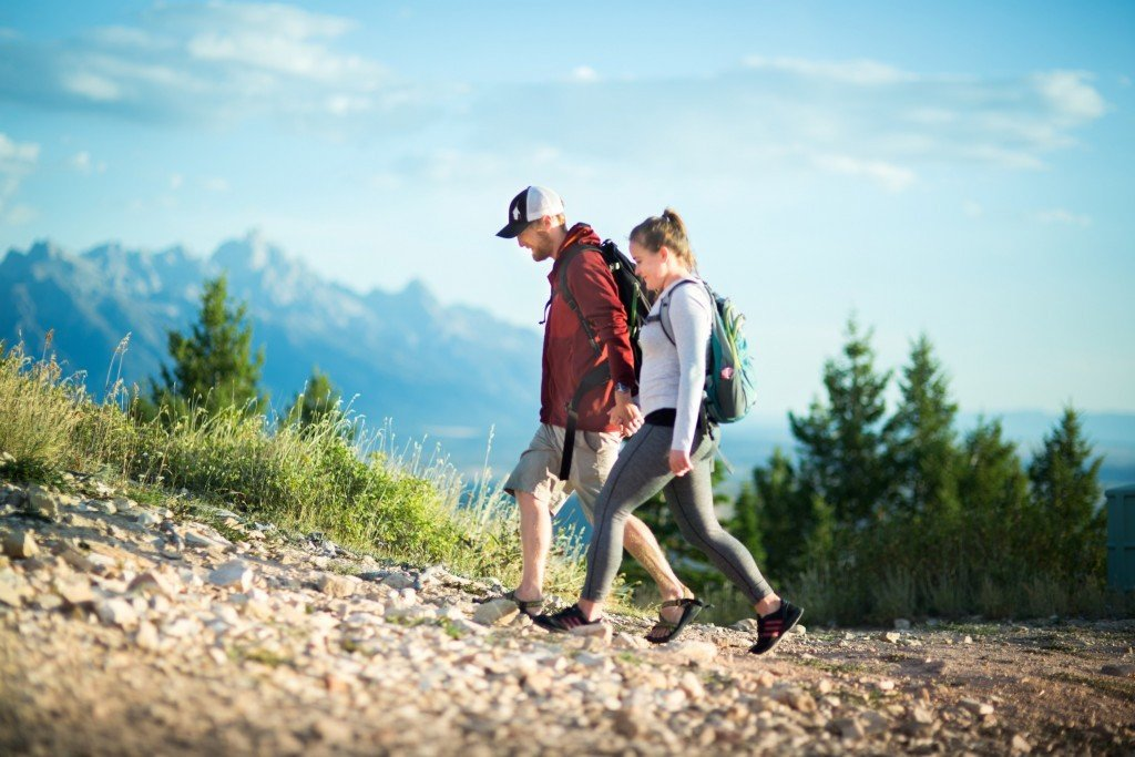 couple-hiking-atop-snow-king-mountain-1024x683