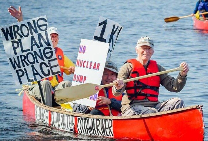 Protest canoe(2)