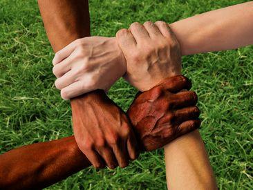 Nous devons agir pour combattre la haine, la discrimination, le racisme et la violence