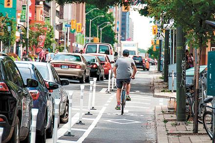Toronto approves 40 km of bike lanes, but what about Yonge Street?